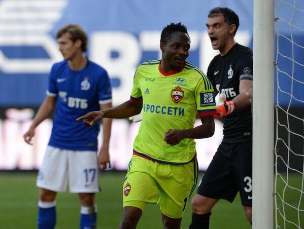 Нападающий ЦСКА Ахмед Муса (в центре) радуется забитому голу