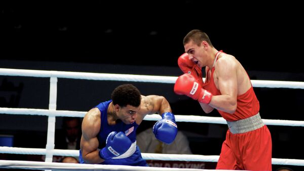 Российский боксер Евгений Тищенко (справа)