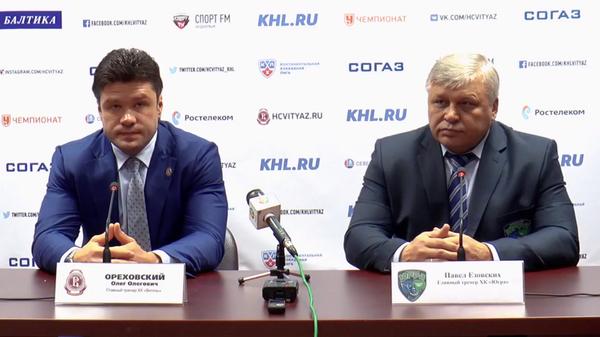 Главный тренер ХК Югра Павел Езовских (справа)