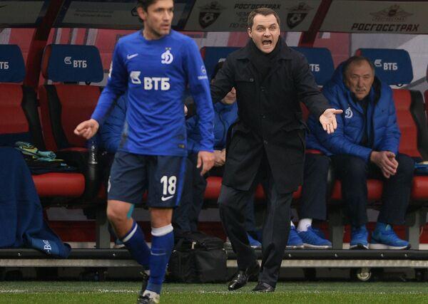 Юрий Жирков и Андрей Кобелев (в центре слева направо)