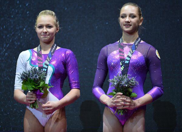 Дарья Спиридонова (Россия), Виктория Комова (Россия) (слева направо)