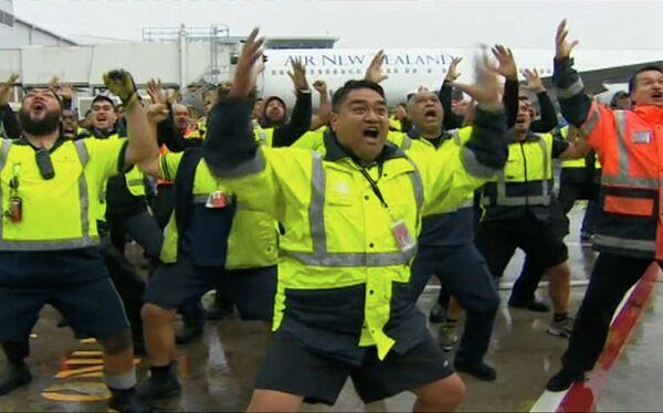 Сотрудники авиакомпании Air New Zealand встретили сборную Новой Зеландии по регби