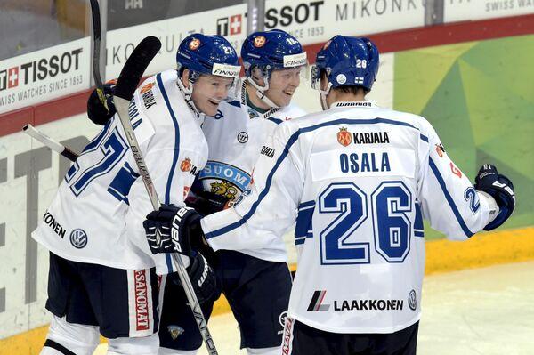 Хоккеисты сборной Финляндии Петри Контиола, Туомас Киискинен и Оскар Осала (слева направо)