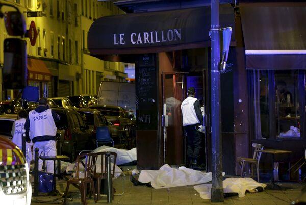 Последствия взрыва в непосредственной близости от стадиона Stade de France