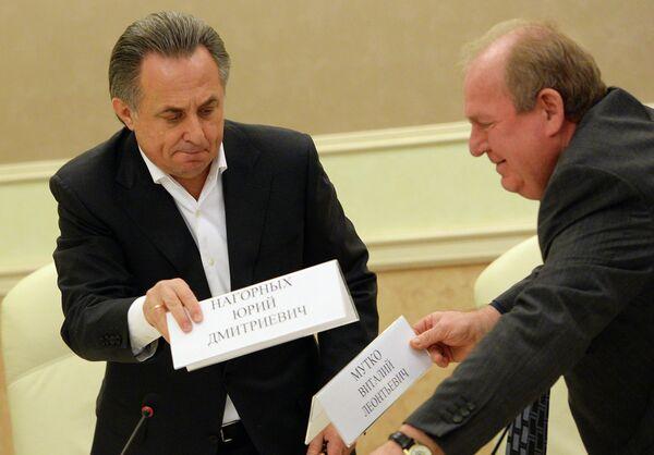 Министр спорта РФ Виталий Мутко (слева) и исполняющий обязанности президента Всероссийской федерации легкой атлетики Вадим Зеличенок