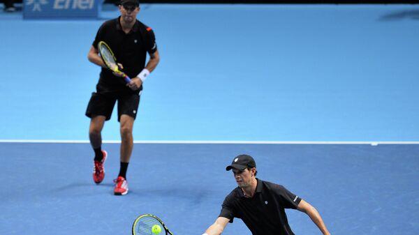 Американские теннисисты Майк и Боб Брайаны (слева направо)