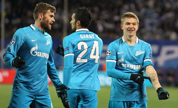 Футболисты Зенита Николас Ломбертс, Эсекьель Гарай и Олег Шатов (слева направо)