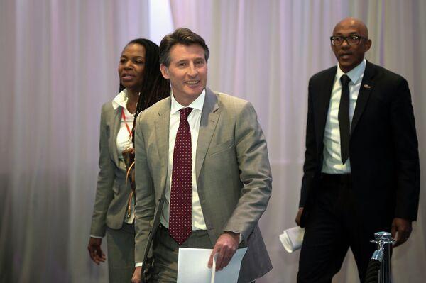 Стефани Хайтауэр, Себастьян Коу и Фрэнк Фредерикс (слева направо) на первом заседании совета IAAF