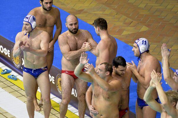 Ватерполисты сборной России и Турции после матча Мировой лиги по водному поло