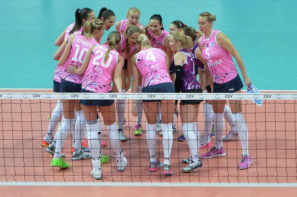 Волейболистки Динамо (Краснодар) радуются набранному очку