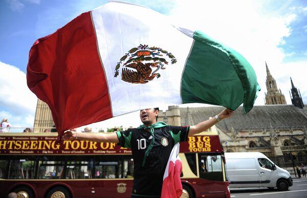 Болельщик сборной Мексики на одной из улиц Лондона