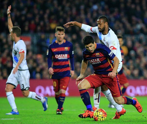 Игровой момент матча Барселона - Депортиво
