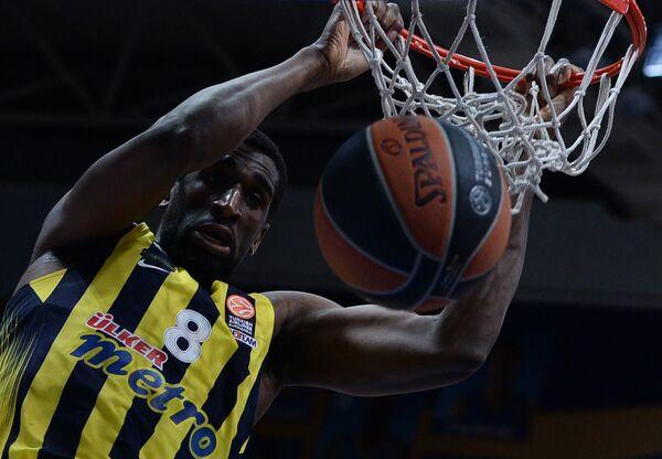 Американский баскетболист Экпе Удох