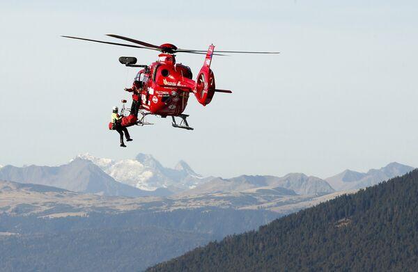 Маттиас Майер во время доставки в больницу на вертолете