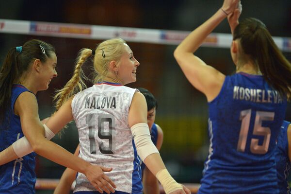 Волейболистка сборной России Анна Малова (в центре)