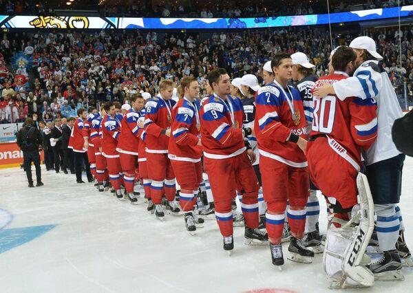 Хоккеисты России и Финляндии
