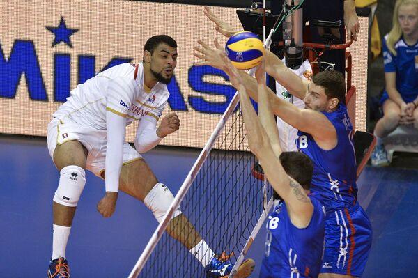 Игровой момент матча Россия - Франция