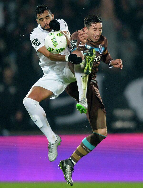 Игровой момент матча чемпионата Португалии Витория (Гимарайнш) - Порту