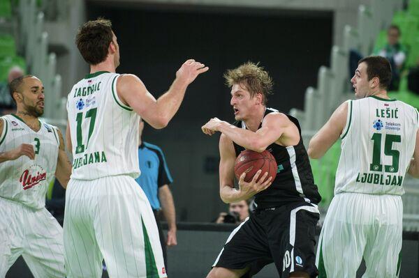 Игровой момент матча Олимпия - Нижний Новгород