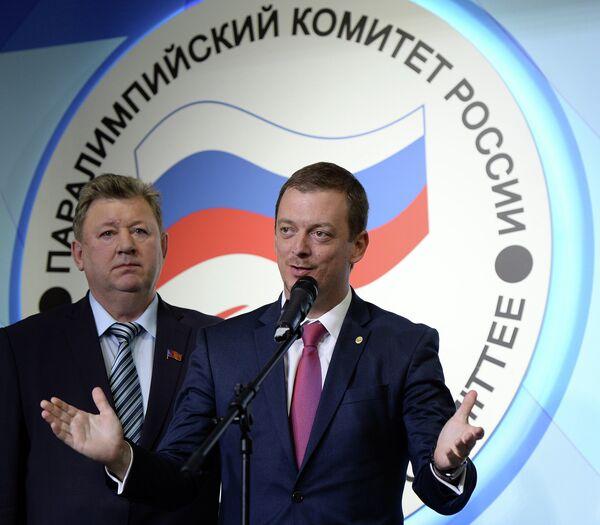 Эндрю Парсонс (справа)