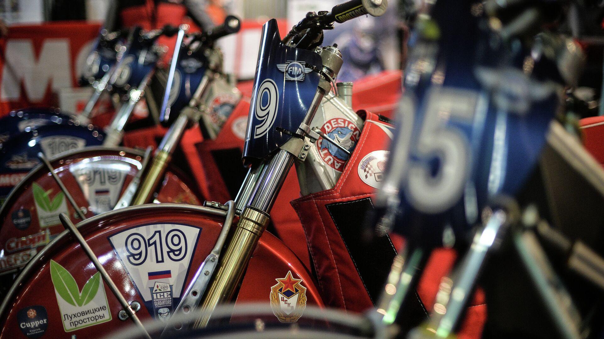 Мотоциклы в боксе - РИА Новости, 1920, 09.11.2020