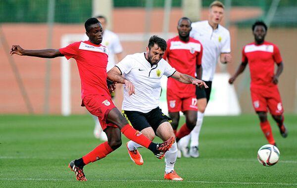 Игровой момент матча Анжи - Бенфика Луанда