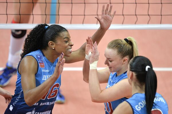 Волейболистки московского Динамо Фернанда Гарай Родригес, Екатерина Косьяненко и Наталия Гончарова (слева направо)