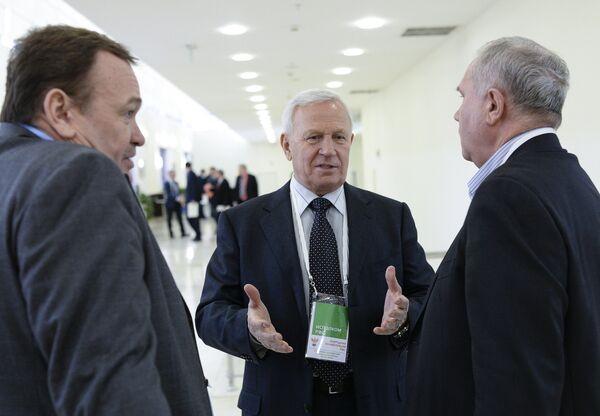 Вячеслав Колосков (в центре)