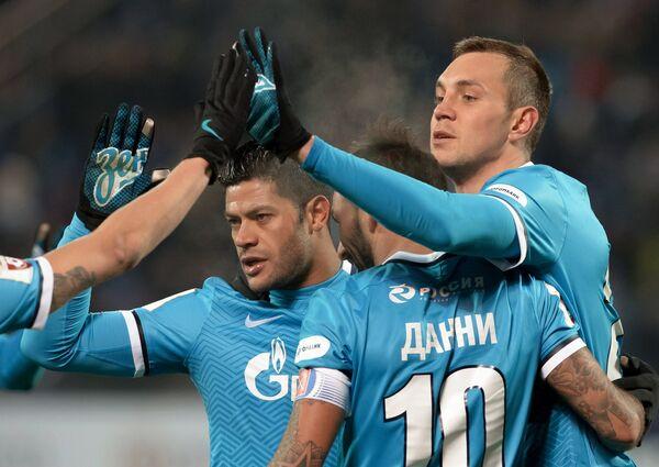 Игроки ФК Зенит Халк, Данни и Артём Дзюба (слева направо)
