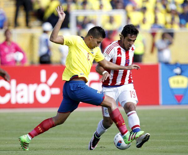 Игровой момент матча Эквадор - Парагвай