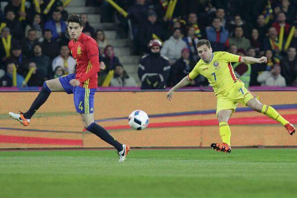 Игровой момент товарищеского матча между сборными Румынии и Испании