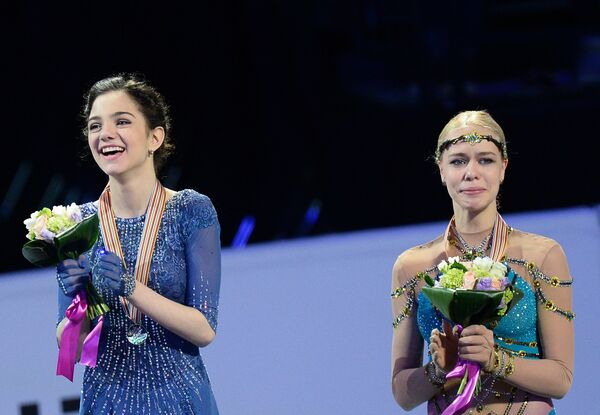 Евгения Медведева и Анна Погорилая (слева направо)