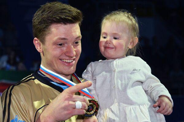Связующий ВК Зенит-Казань Игорь Кобзарь с дочерью
