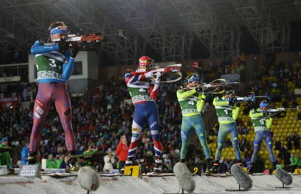 Слева направо: Антон Шипулин (Россия) и Уле Эйнар Бьёрндален (Норвегия)
