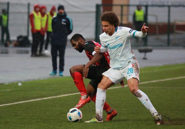 Игровой момент матча Амкар - Зенит