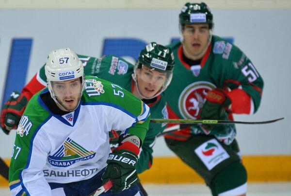 Максим Гончаров (слева)