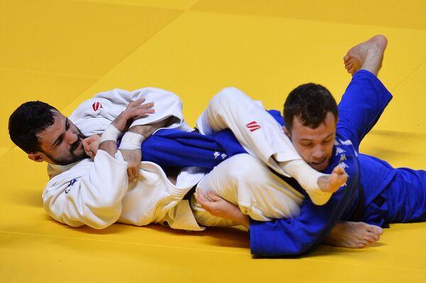 Слева направо: Арсен Галстян (Россия) и Адриан Гомбоц (Словения)