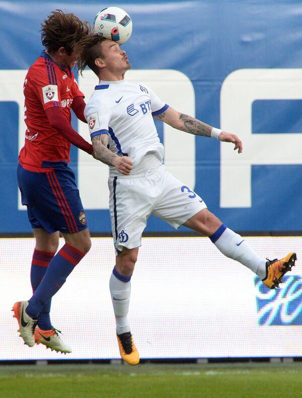 Защитники ЦСКА Марио Фернандес (слева) и Динамо Андрей Ещенко