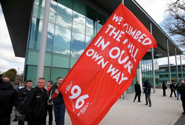 Болельщики Ливерпуля в ожидании объявления результата по делу о трагедии на Хиллсборо