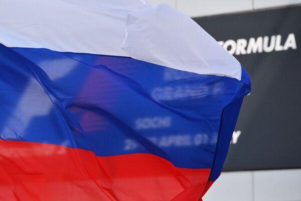 Российский флаг в паддоке Сочи Автодрома