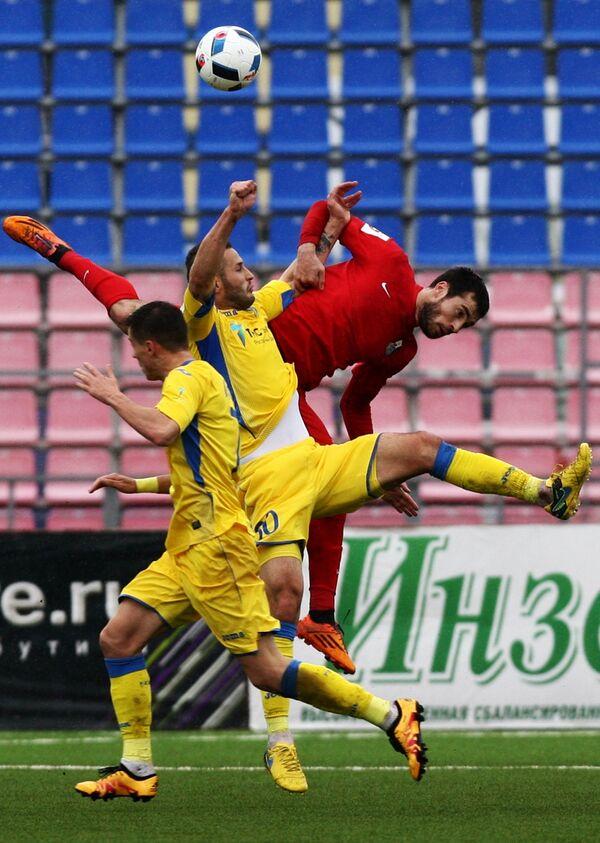 Игровой момент матча Мордовия - Ростов