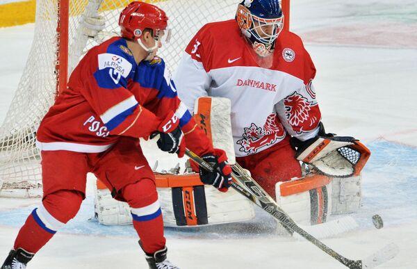 Кирилл Капризов (слева)
