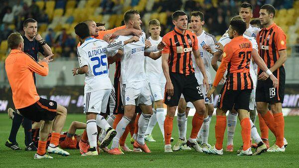 Игровой момент матча Шахтер - Динамо (Киев)