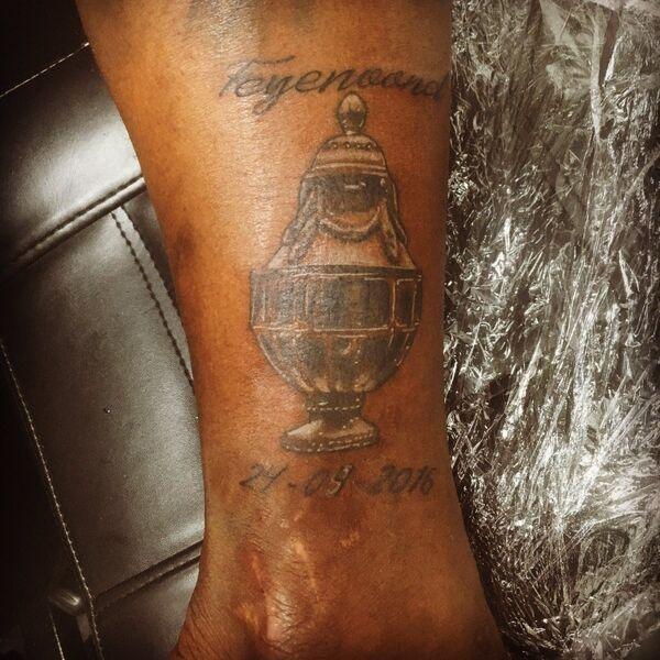 Татуировка на ноге футболиста голландского Фейенорда Элджеро Элиа