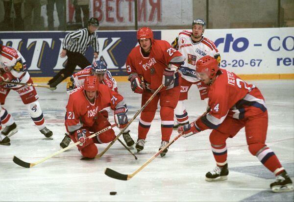 Сергей Петренко (справа)
