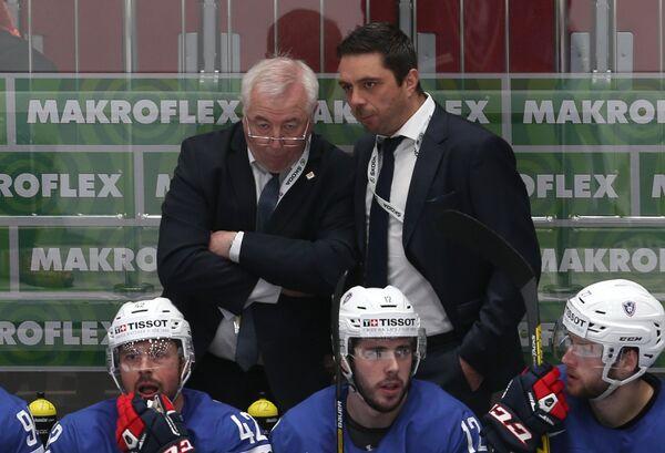 Главный тренер сборной Франции Дэйв Хендерсон (слева)