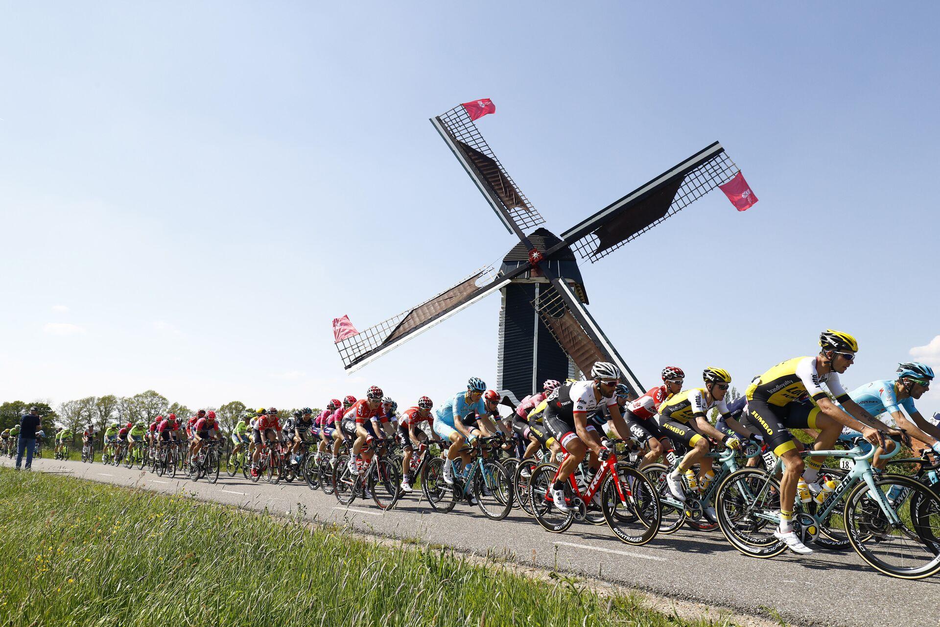 Велогонщики на этапе многодневки Джиро д'Италия - РИА Новости, 1920, 08.05.2021