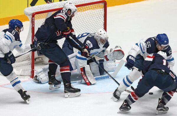 Игровой момент матча группового этапа чемпионата мира по хоккею Финляндия - США