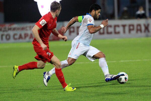 Игровой момент матча Мордовия - Зенит