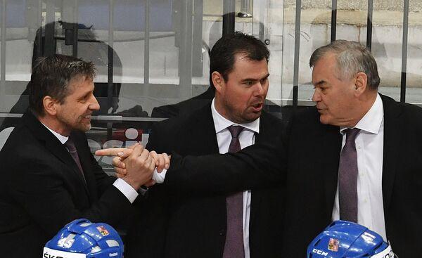 Главный тренер сборной Чехии Владимир Вуйтек (справа)